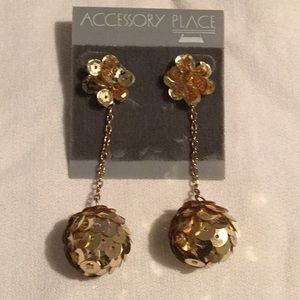 💋Awesome Hanging Goldtone Hanging Pierced Earring